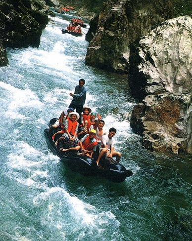 2 Days Zhangjiajie Join-In tour to Mengdong river rafting and Fenghuang town