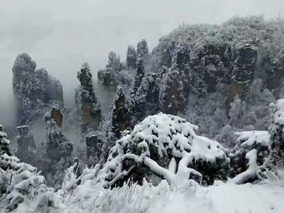 Does Zhangjiajie snow in the end of December?