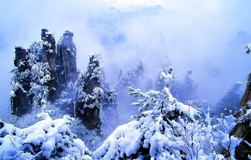 Does it snow in winter in Zhangjiajie?