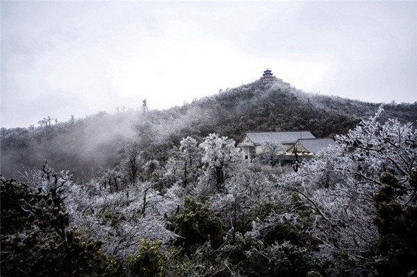 Zhangjiajie Tianmen Mountain becomes icy wonderland