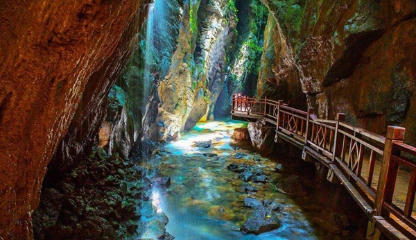 2N3D Private tour for Zhangjiajie Avatar Park + Chaoyang Ground Canyon