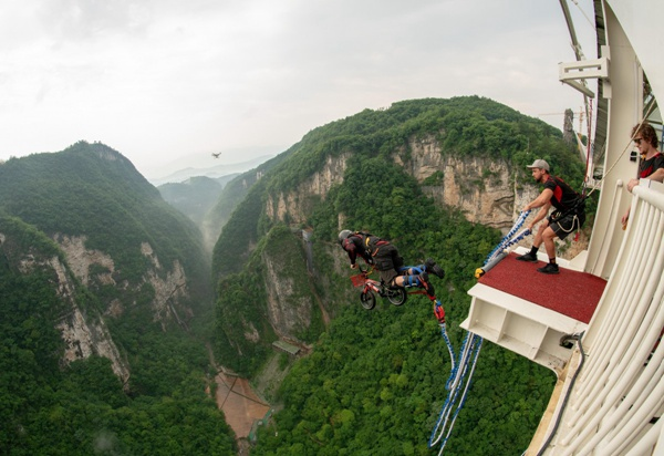 Zhangjiajie High altitude bungee jumping officially opened to the public