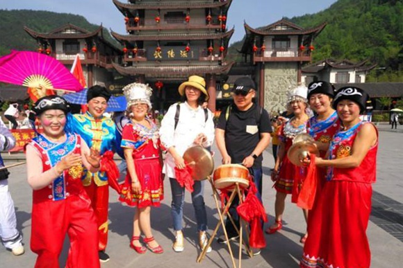 Zhangjiajie's non-heritage folk make tourism hot