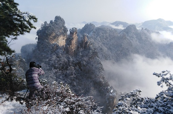 Snow turns Zhangjiajie into winter wonderland
